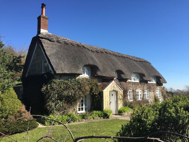 Breakers Sound, Thatched, Chocolate box Cottage - Ventnor - House