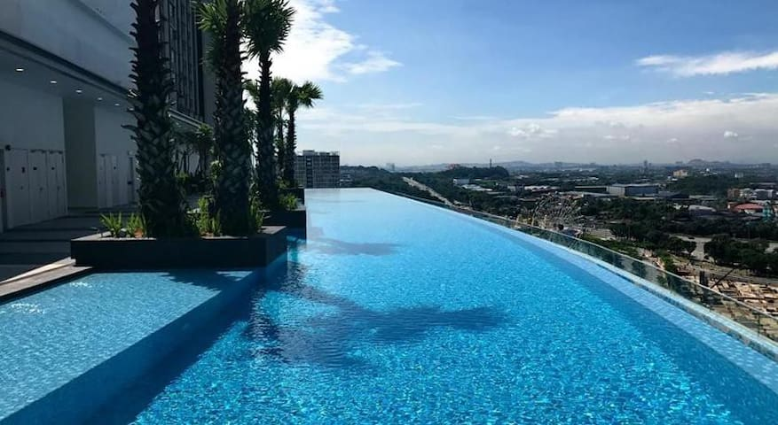1BR I-CITY SHAH ALAM  FREE ACCESS PARKING
