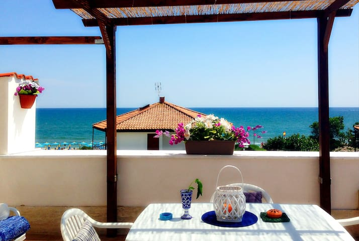 Beach Loft with amazing sea view - Terracina - Apartamento