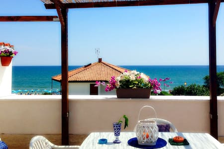 Beach Loft with amazing sea view - Terracina - Leilighet