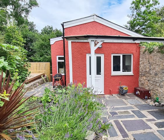 Pembrokeshire Cottage set in glorious surroundings