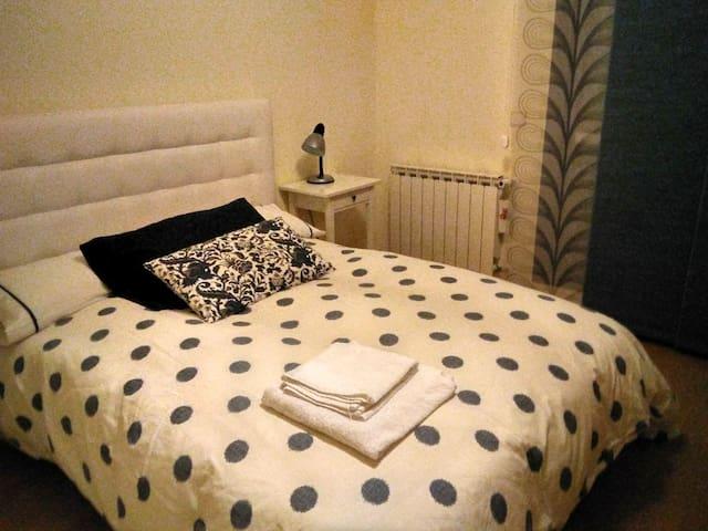 Habitación amplia y luminosa para uso individual