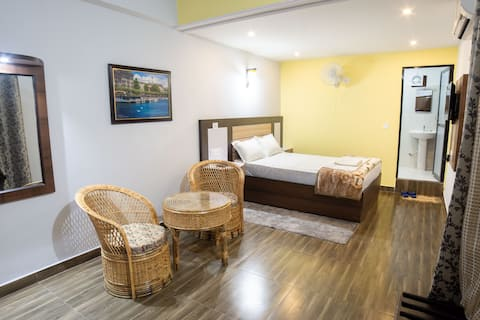 Galaxy Guest House w deluxe room, relaxing garden