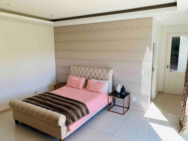 Ensuite Private bedroom @ Waterfall CountryEstate