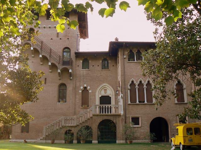 Il Castello -  Dimora del 500 - Villa Bartolomea - Castell