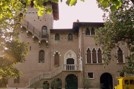 Il Castello -  Dimora del 500 - Villa Bartolomea - Kastil