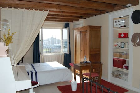 Large room, overlooking the river - Chalon-sur-Saône - Daire