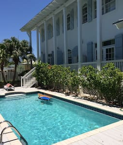 Charming Key West style house in KB