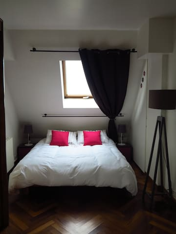 Belle chambre avec balcon privatif - Paris - Appartement
