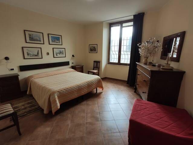 Casa Luisa - Ampia camera in centro storico