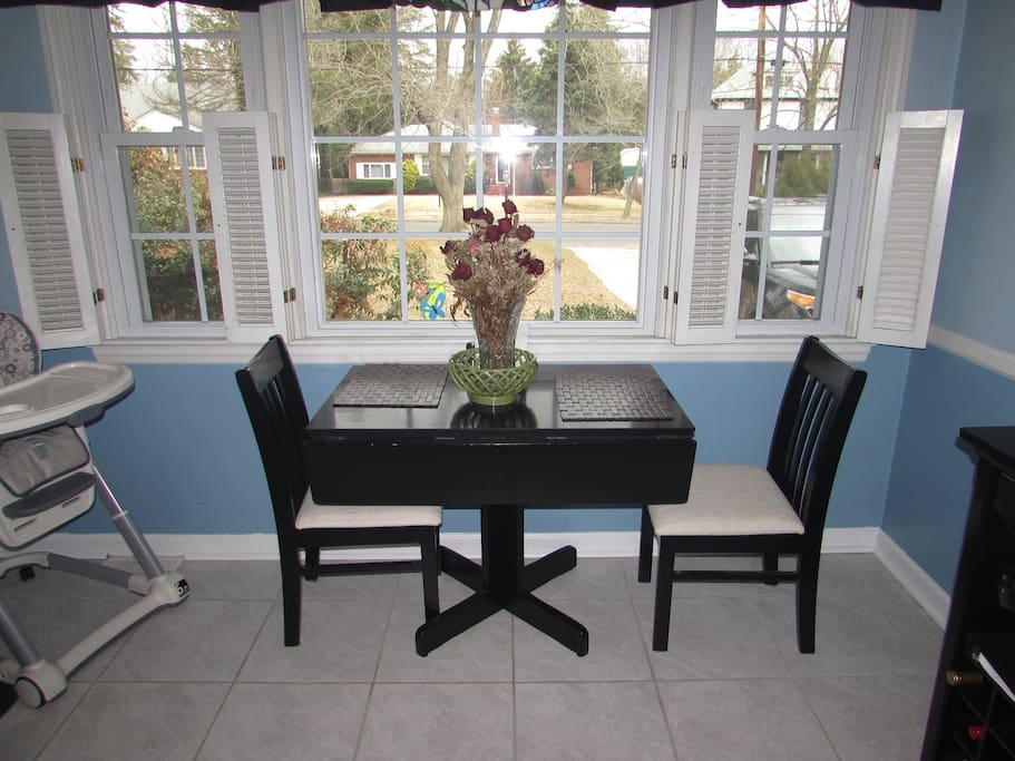 Kitchen Table (expands to comfortably seat 4)