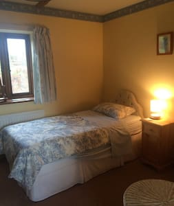 Single room & private shower room - Uckfield