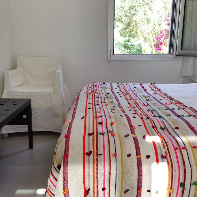 Guesthouse with double bed and a bathroom