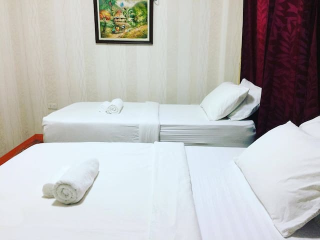 Señorita Suites (Deluxe Room 4) in Mati