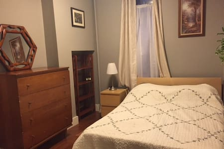 Quiet Bedroom In East Harlem - New York - Apartment