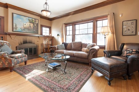 Linden Hills 4-BR/3-bath home - Minneapolis - Casa