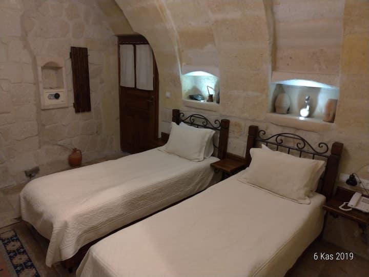 Deluxe Tween Stone Rooms