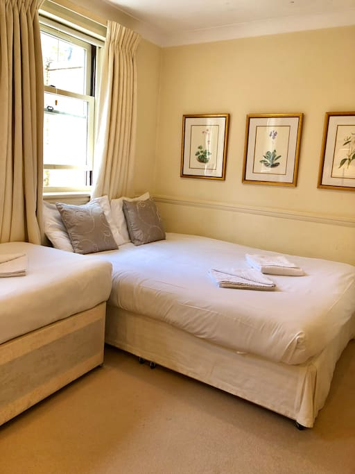 Bedroom with 1 double and 1 single beds