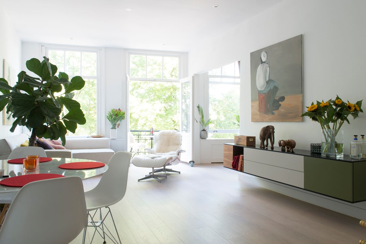 Living room with view of the Amstel river