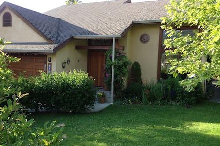 Charming home in sunny Shuswap!  - Salmon Arm - Casa