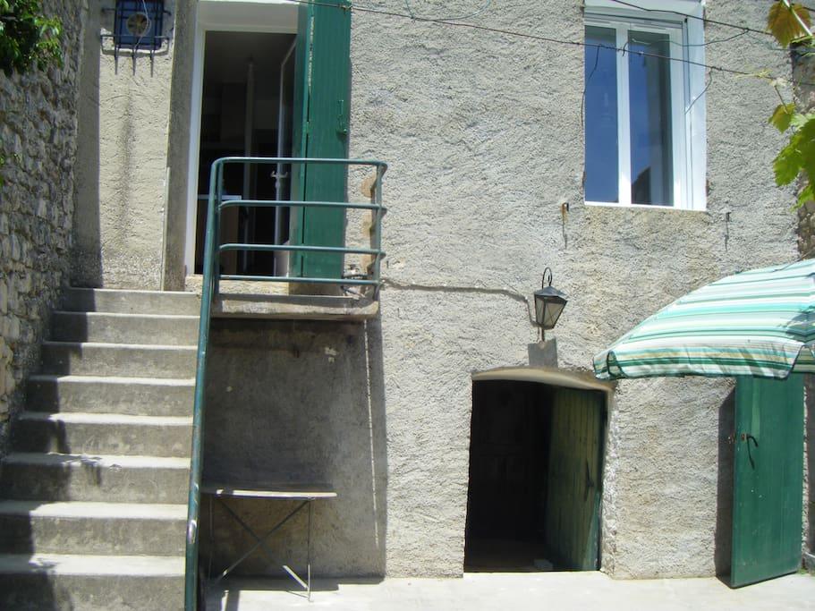 Le balcon depuis la cour