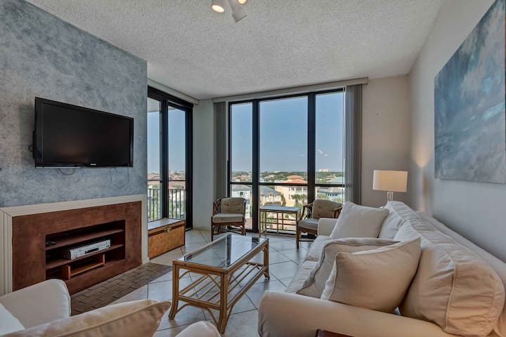 Spacious 7th floor unit Only steps to the beach!-Sleeps 6. FREE WiFi And Free Fun Pass!!! Book Today