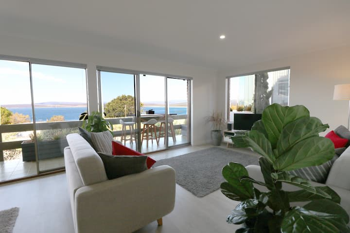 4 points of view - 2 bedroom Long Point apartment