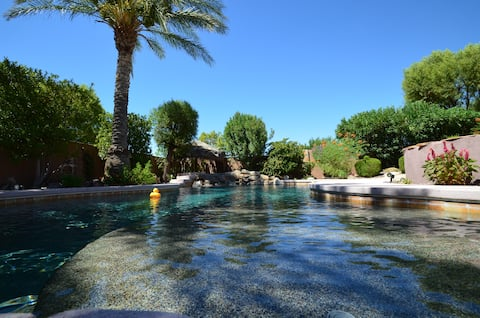 Pvt Guest House w/pool, spa, View of Vegas strip!