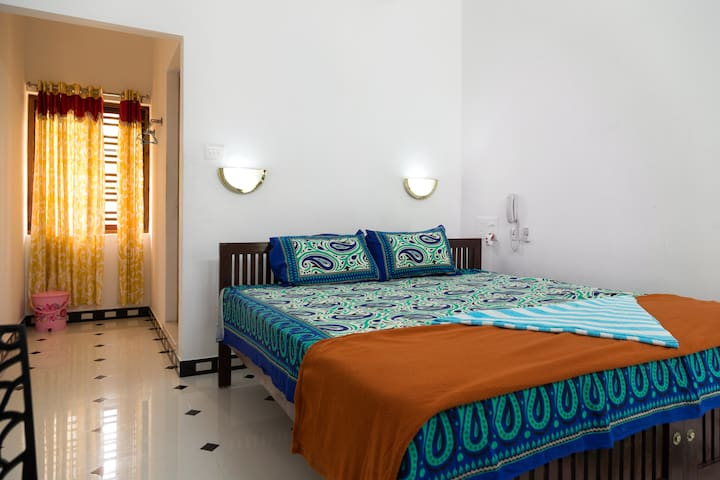 Two Bedroom accommodation (rooms only) near  Beach - Kerala - Hus