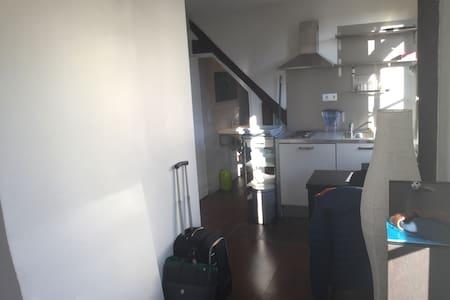 Beau studio de 18m2 - Сен-Дени - Квартира