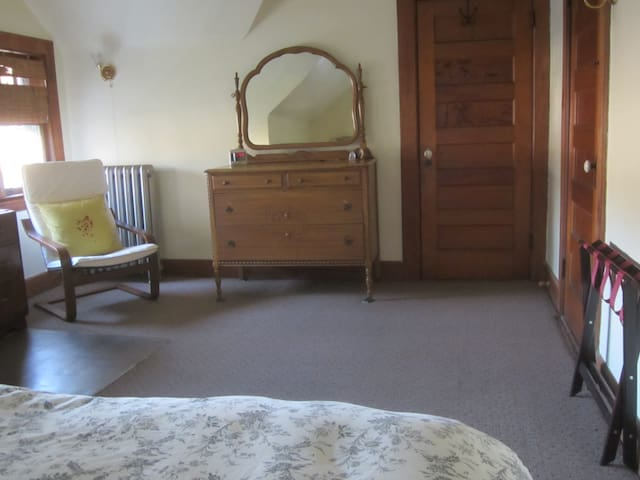 Private room 12 miles west of NYC#1 - Montclair - Ev