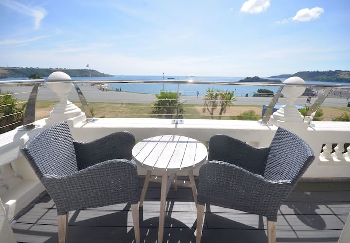 Luxurious apartment with balcony and unrivalled southerly views over Hoe and Plymouth Sound