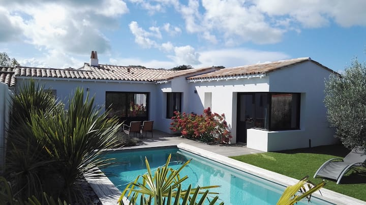 charming villa with heated and secured pool,
