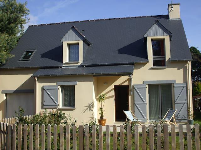 Maison avec jardin,  350 m plage  - Dinard - Dům