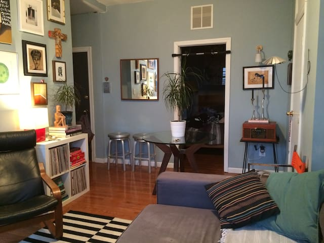 Charming1 Bedroom Apt in Greenpoint