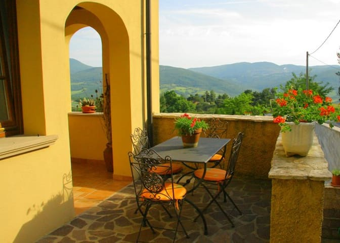on the valley in the small village - Castelnuovo di Val di Cecina - Apartamento