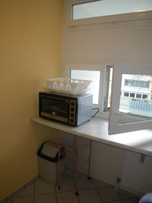 separatly kitchen with window