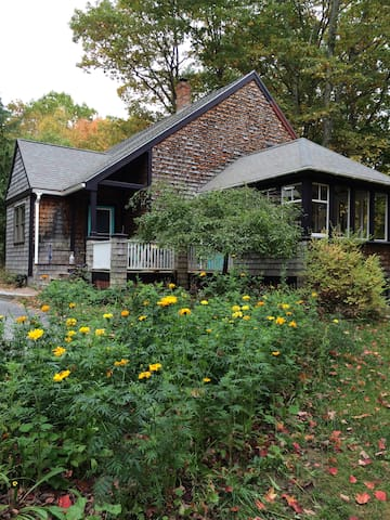 Secluded, Unique Lovers Lane Retreat - Gorham - Huis