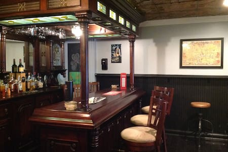 A private basement pub experience  - Hudson - House