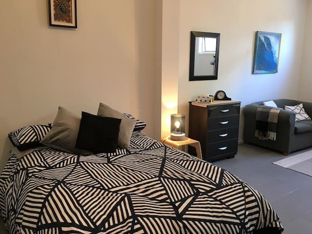 Comfort, Spacious, Private TV & Lounge, Lockable - Auckland - Casa