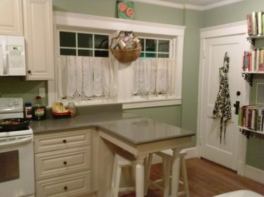 Close to boston and adams national park houses for rent for Perfect kitchens quincy