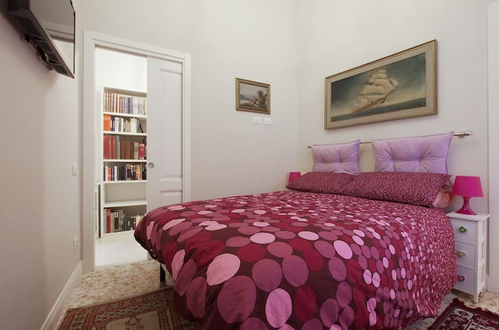 TREVI FOUNTAIN DOUBLE ROOM by NORI GUEST HOUSE