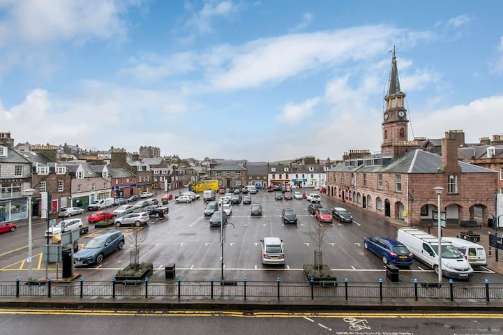 Top floor flat lovely views across Stonehaven
