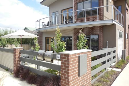 Rippleside beach townhouse Geelong - North Geelong - Apartmen