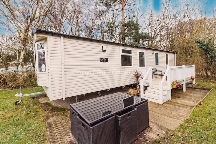 Stunning caravan sleeps 6 with decking at Havens Wild Duck Norfolk ref 11065SC
