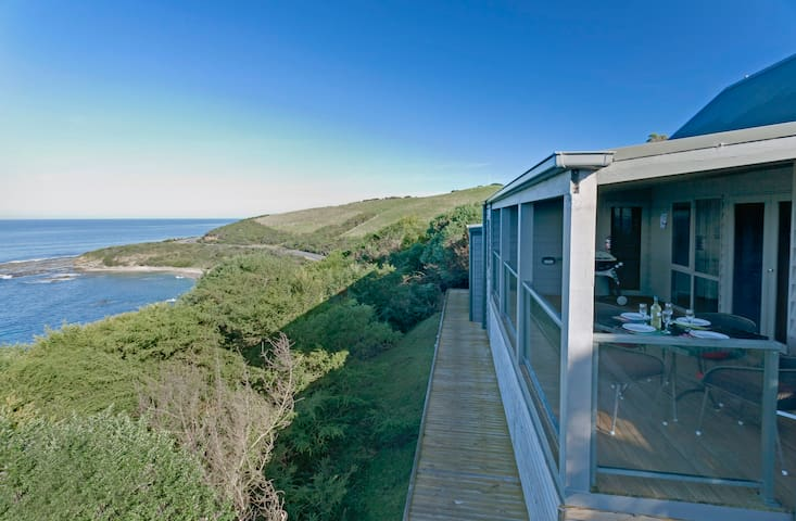 Points South By The Sea - Wongarra - Cabin