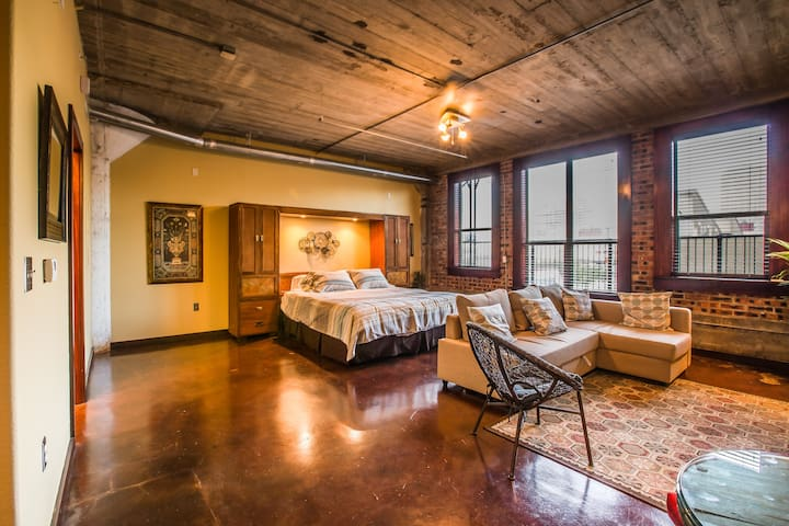 Beautiful Downtown Loft -Walk to GRB! - Houston - Apartamento