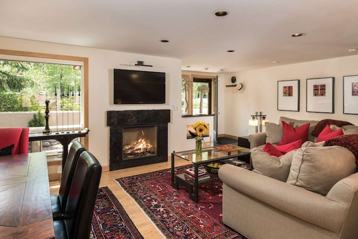 Aspen Highlands Across the Street! 2 Masters Bedrooms, Free Shuttle, Parking -Bring the Whole Family