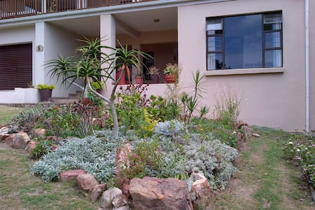 Stopover in a tranquil garden setting - Port Alfred