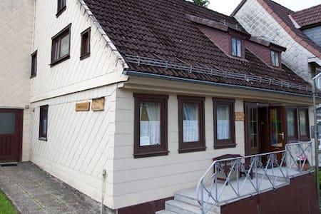 Haus Linus -Schöne Ferienwohnung EG - Lägenhet
